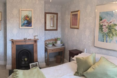 Beautiful comfortable room in best part of Farnham - Farnham - Hus