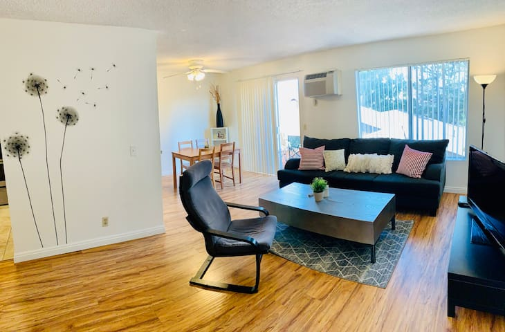 Sunlit Entire condo 2bedroom2bathrooms BEST VALUE