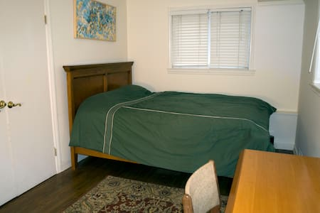 Great Guest Room for Interns! - Hartsdale
