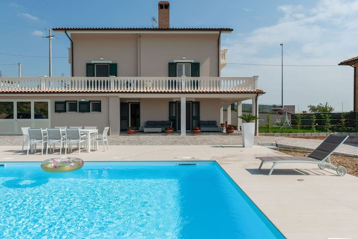 Splendid Holiday Home in Pescara with Swimming Pool