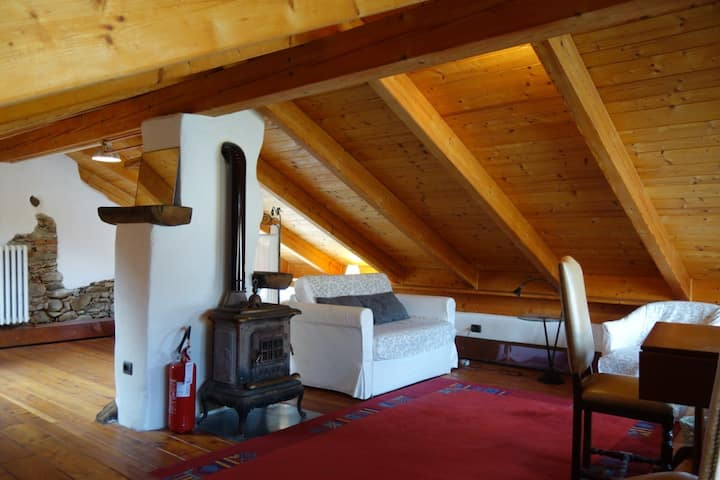 Large private loft in cozy house in Riverstones