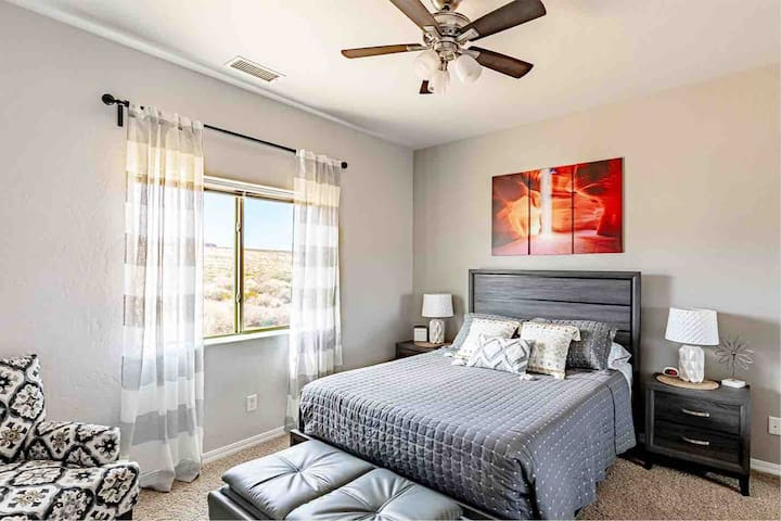 Large middle bedroom with queen bed, smart tv and super comfy foam bed