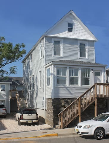 Beautiful Updated House One Block To The Beach - Sea Bright - Haus
