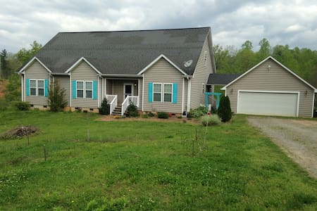 Foothills Haven on 10 Acres (1 of 2 rooms, King) - Boomer - 一軒家