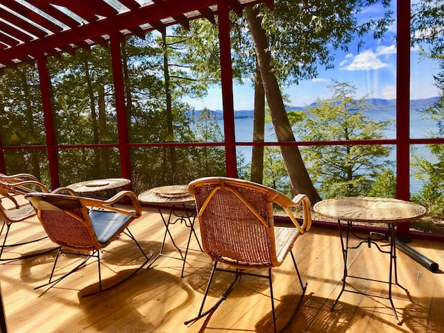 Rustic Cottage & Bunkhouse - Charlotte on the Lake