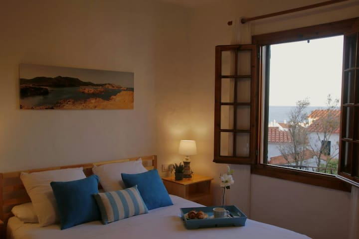 Fantastic apartment with see view in Fornellsbeach
