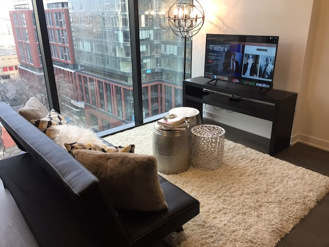 Luxury Suite walking distance to CN Tower.
