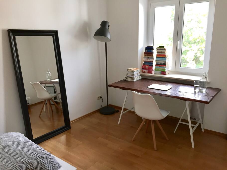 BEDROOM 1 | Schlafzimmer 1