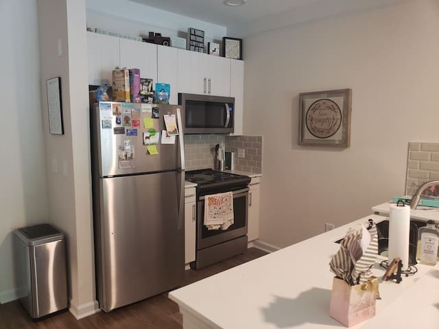 Cute apartment close to everything downtown!
