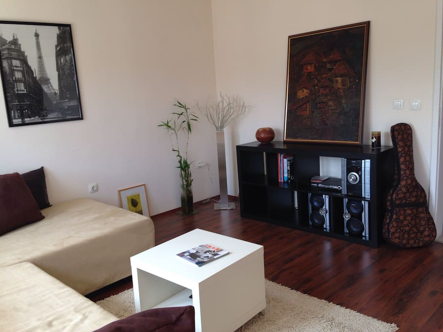 Spacious cosy living room with XL sofa (3x2m)