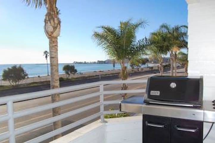 2 bed condo, beach front for May 23 to 30, 2020