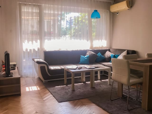 Stylish modern sunny apartment - near City center