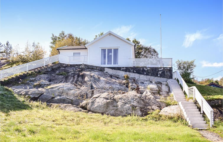Holiday cottage with 2 bedrooms on 60m² in Skånevik