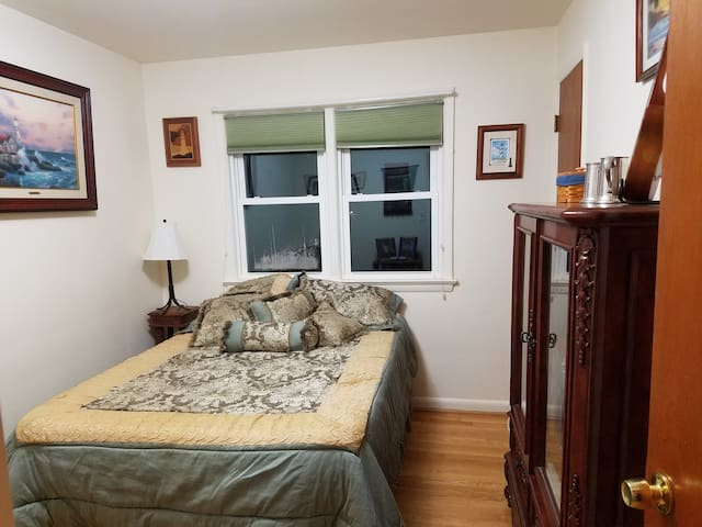 Comfy room in nice home on large quiet lot. - Annandale - Maison