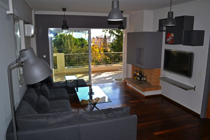 Sunny and Modern Appartment - Marousi - Apartamento