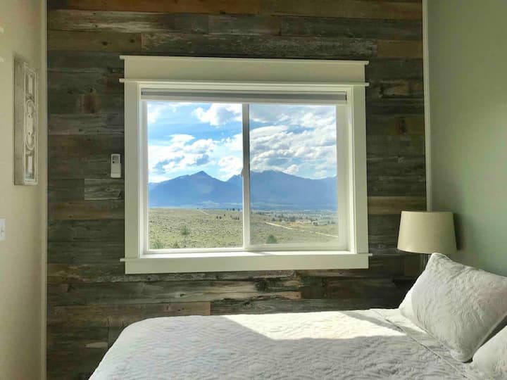 Modern Tiny House with Spectacular Views