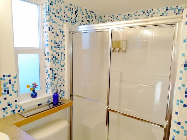 Generous size shower with  fantastic water pressure. EO all natural  bath products.