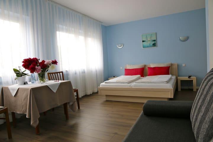 Doppelzimmer 80€/Nacht ohne Frühst. für 2 Personen