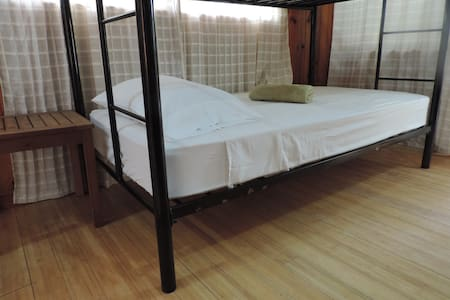One single bed in nice dormitory close to Aiport - Simpson Bay