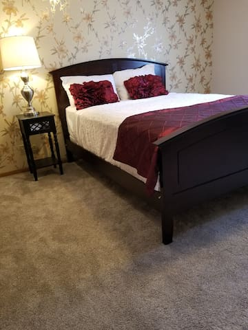 Private room,new bed  15 minutes from minneapolis!