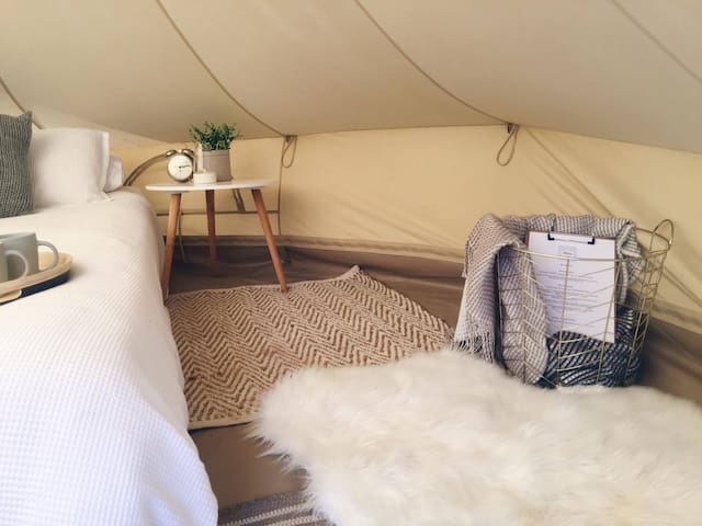 Diamond Valley Glamping - Eltham - Tent