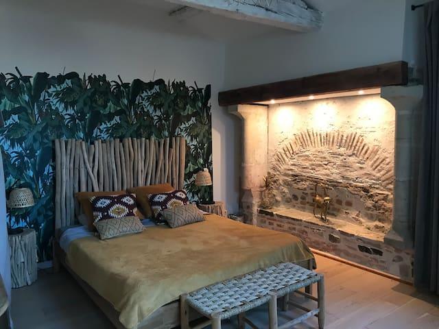 Votre chambre avec un lit en 160 (douche et wc privatifs)