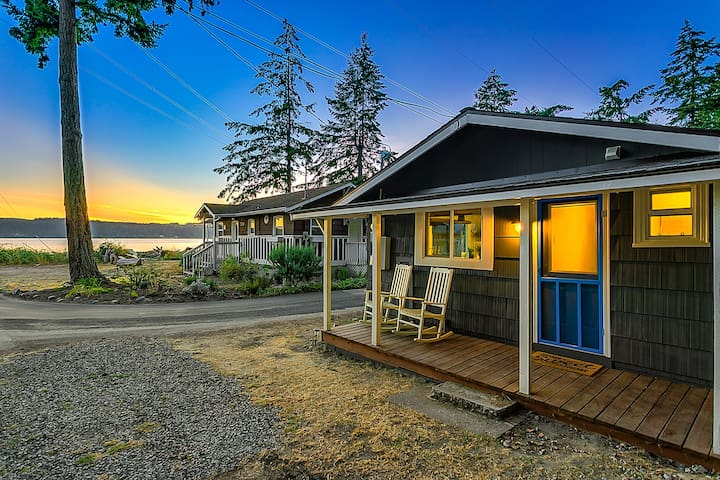 Beach and Blvd Bungalow on Sundin Beach - Camano Island - Blockhütte