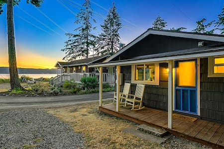 Beach and Blvd Bungalow on Sundin Beach - Camano Island - Sommerhus/hytte