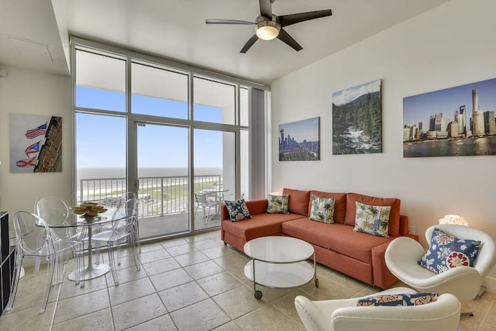 Emerald by the Sea's #1213: beachfront, community rooftop pool. FREE activities!