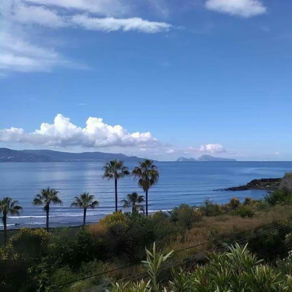 Vista Costa del Vesuvio con Isola di Capri sullo sfondo