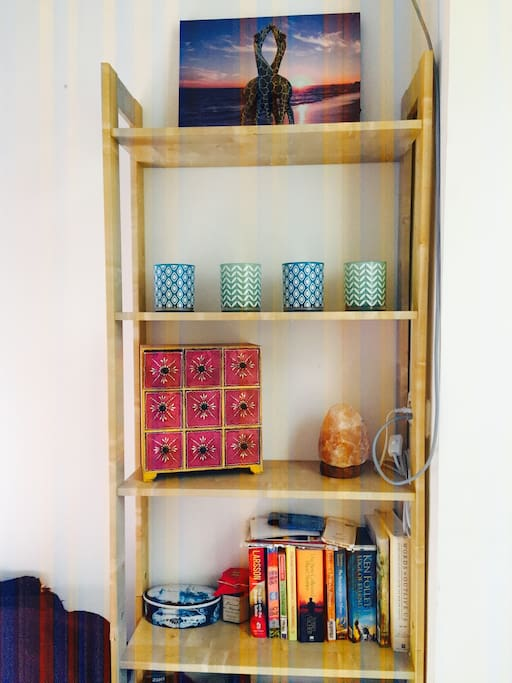 Books, candles, everything to make your stay cozy