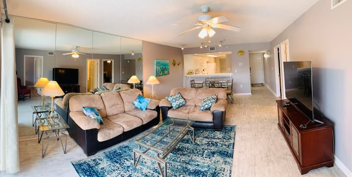 ♥Spacious Condo on the beach for your getaway