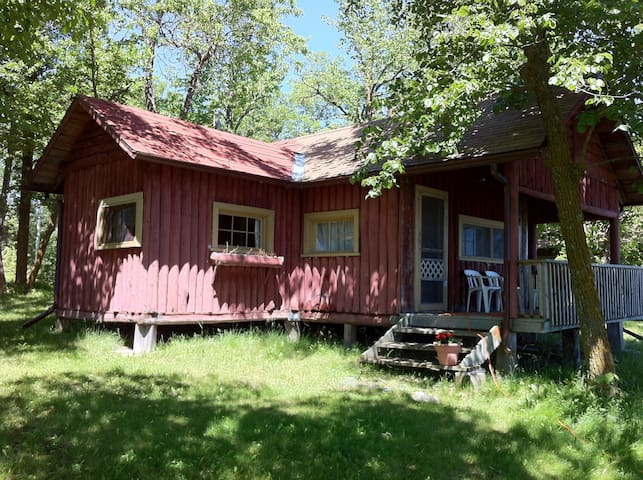 Lake of the Woods - cabin 4 - sleeps 4/5