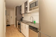 Very well equipped kitchen, with quartz counter tops