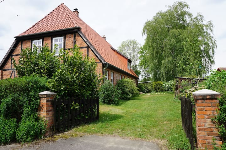 Atelierwohnung im Fachwerkhaus - Alt Krenzlin - Huis