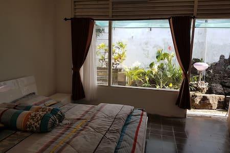 Omah Uti - Cozy Quiet Affordable room - Kecamatan Depok - House