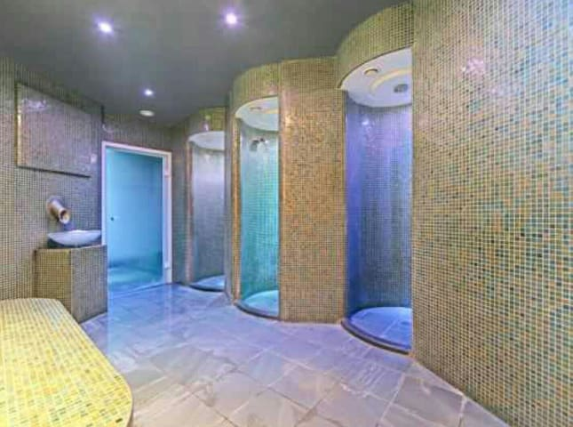Luxury 1bed - spa and gym - APRIL IS 30% REDUCED.