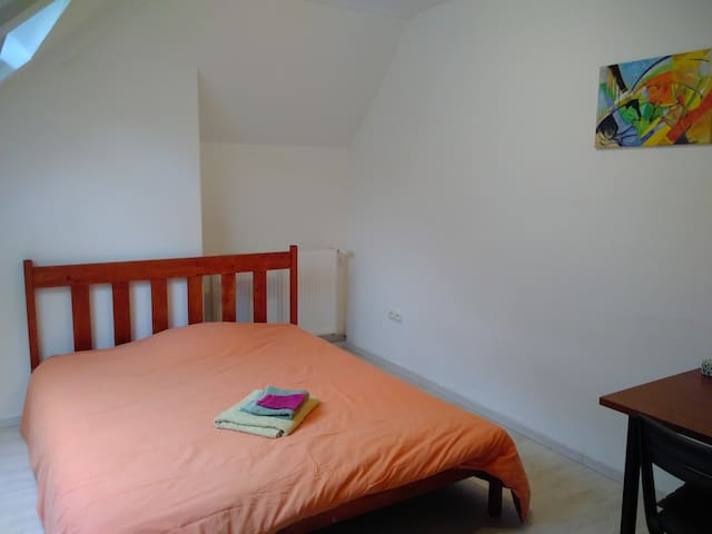 Chambre 2 pers. dans maison / Bedroom 2 persons