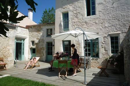 Grande maison de charme (XVIe s.) - Saint-Just-Luzac - Dom