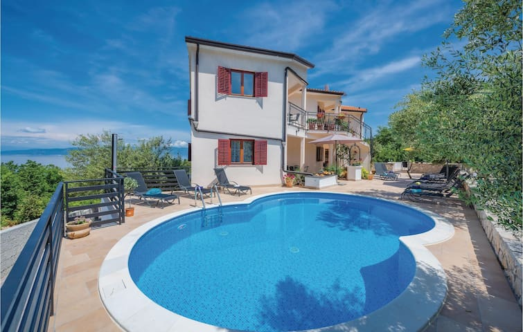 Holiday apartment with 2 bedrooms on 54m² in Labin