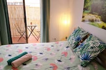 GREEN ROOM: sunny double room with private terrace
