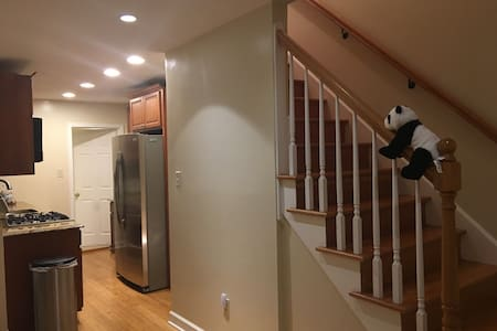 Private Room in Alexandria - Close to Metro and DC