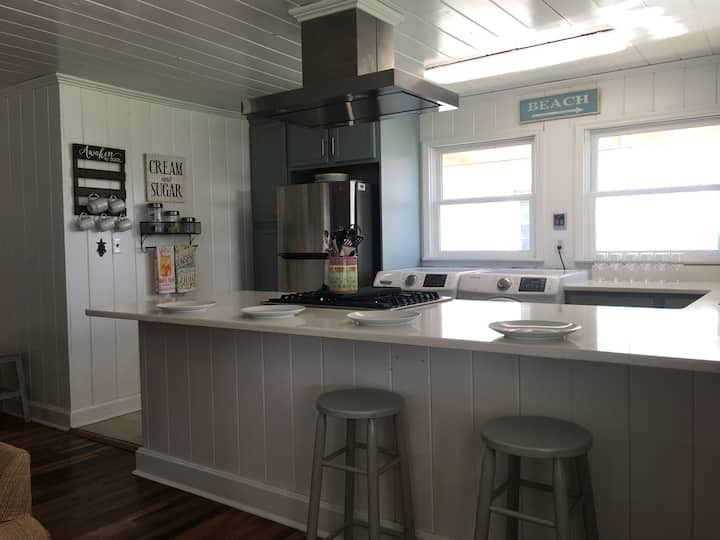 Hart's Cozy Cottage/ NMB/ 2 BR/Barefoot Landing