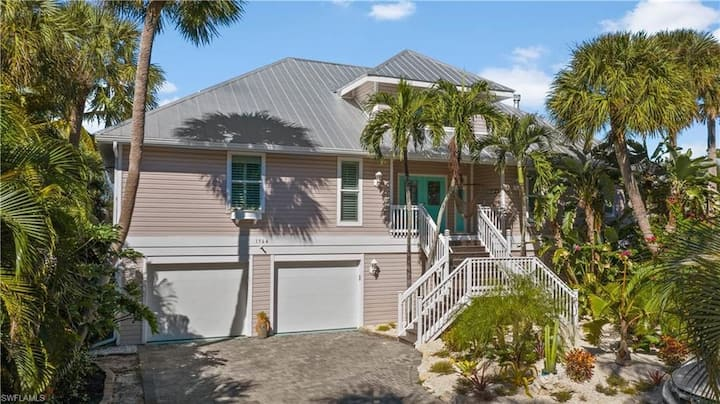 Cross the Street to the Emerald Waters of Sanibel when you stay at Sea La Vie