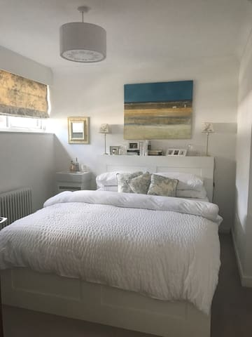 Contemporary double room in refurbished townhouse