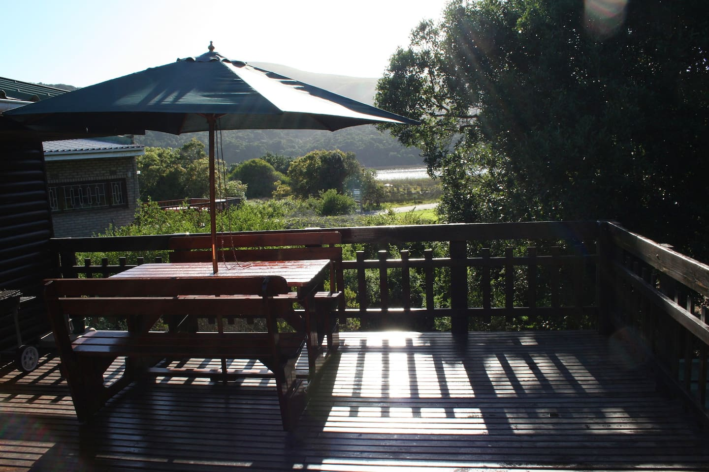 Large deck with a view over lagoon and mountains!