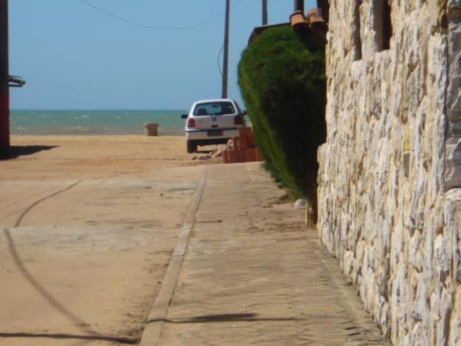 Distância do chalé para a praia (super perto).