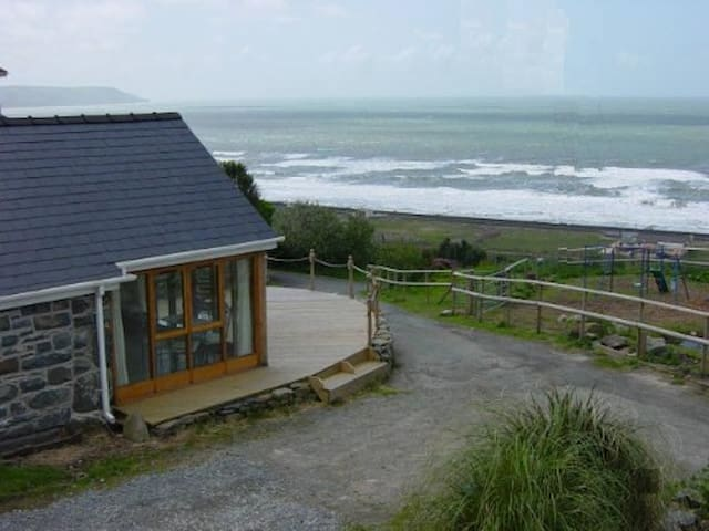 Penty Buwch (5 Star) with Sea Views - Barmouth - House