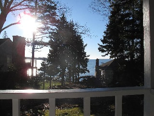 Classic Cottage w/ Ocean View on lovely Spruce Pt - Boothbay Harbor