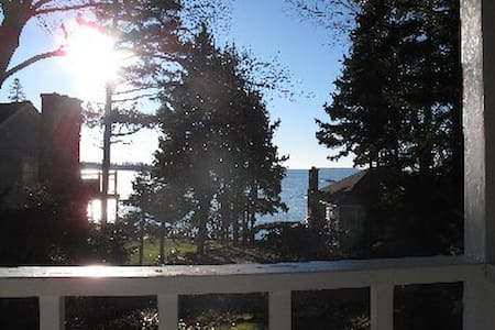 Classic Cottage w/ Ocean View on lovely Spruce Pt - Boothbay Harbor - Cabin